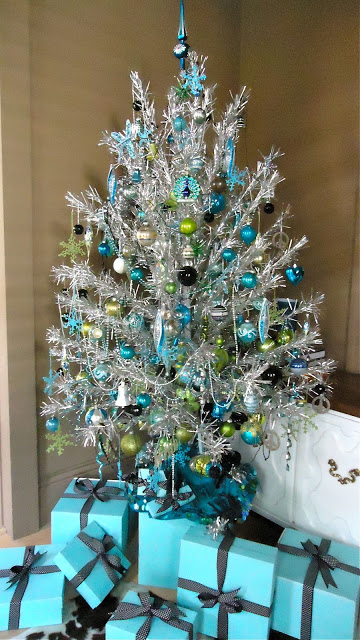 my favorite combination for turquoise or blue christmas - Tiffany Blue Christmas Decorations